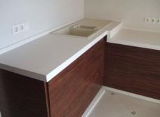 Кухонные столешницы из композита: особенности выбора и преимущества материала