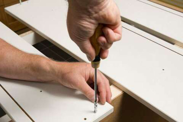 Сохраняем привлекательность интерьера реставрируя корпус мебели