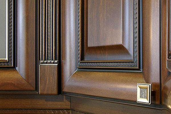 Мебельные фасады из дерева для кухни: основные преимущества и недостатки