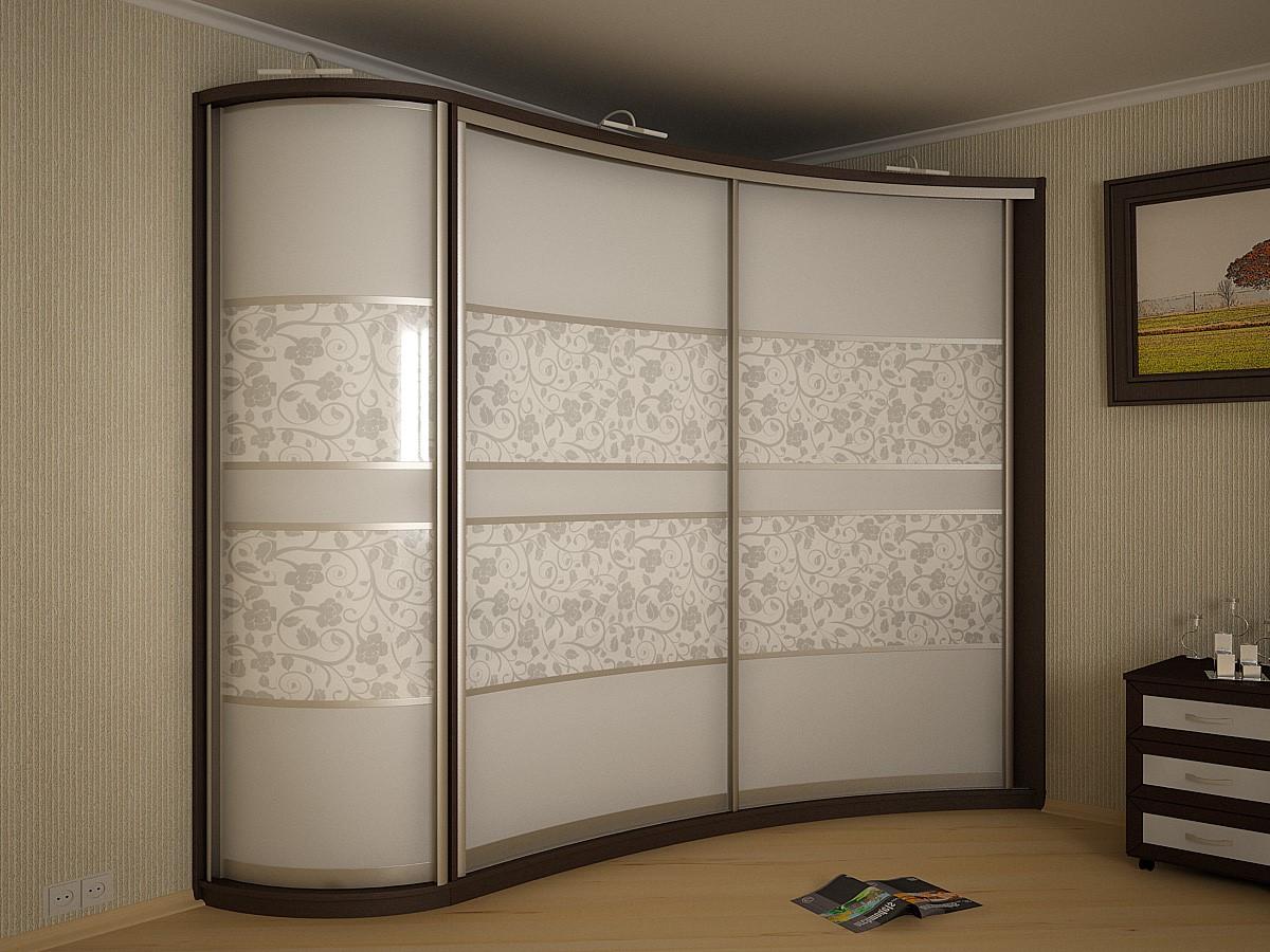 угловой шкаф-купе с цветочным принтом
