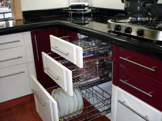 Какие бывают аксессуары для кухонных шкафов, их предназначение