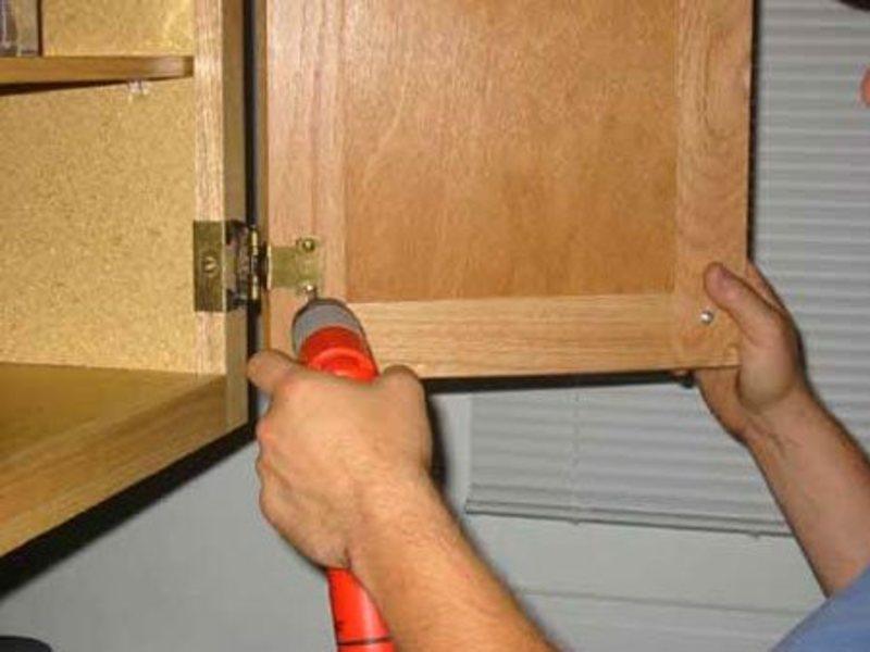 мелкий ремонт мебели на дому в Москве